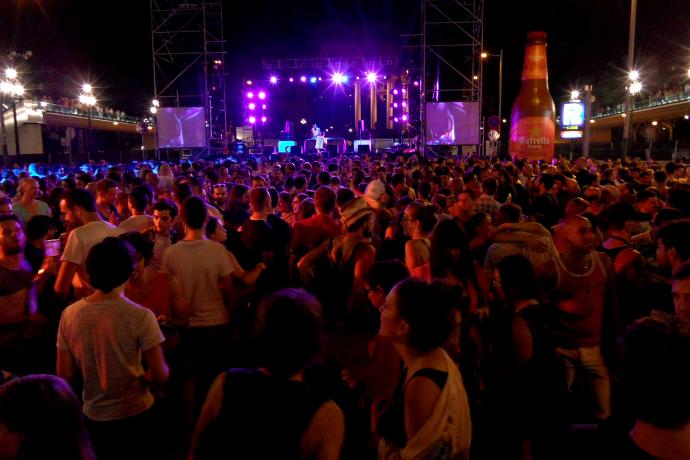 pride barcelona party crowd liveliketom
