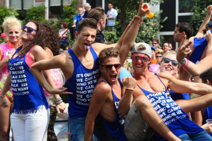 Canalparade-2014-Paul-Poelstra-StrikeaPridePose-