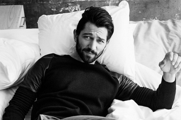 Michiel Huisman bw black and white