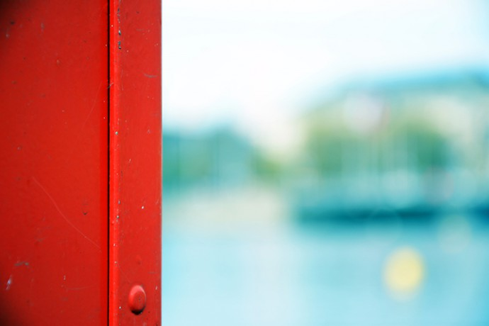 red_and_lake_zurich_fabian_freese-art-in-redlight