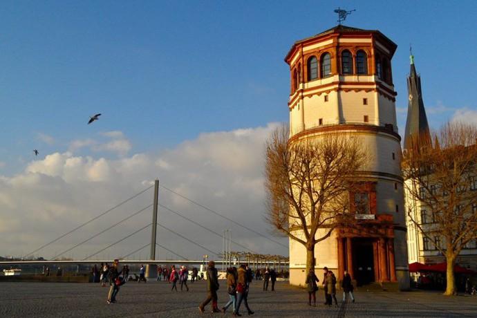 Wandelen langs de Rijn in Dusseldorf