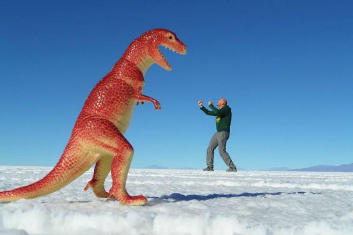 Bolivia Salar de Uyuni dino fist