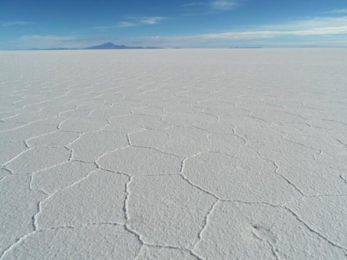 Bolivia Salar de Uyuni white horizon