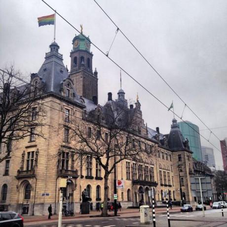 regenboogvlag Rotterdam stadhuis
