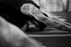 Yoga voor mannen met ballen