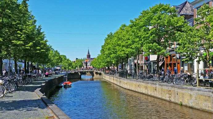 leeuwarden-binnenstad-gracht-water-canal