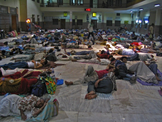 crowded station in India people sleeping on the ground