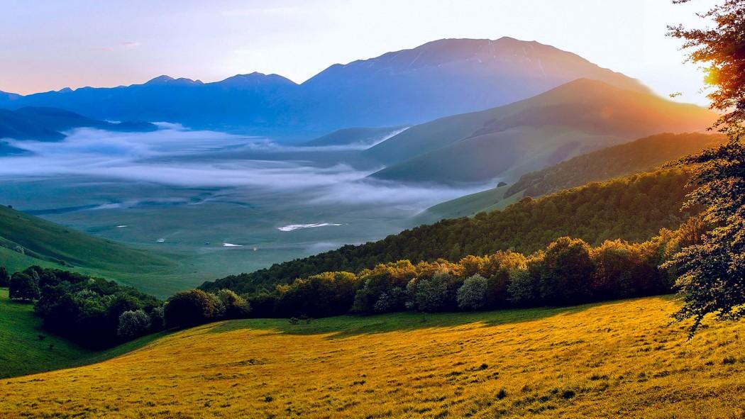 Italy Umbria natural scenery HD Wallpapers 2560x1440 - LiveLikeTom.com: https://liveliketom.com/een-vakantie-in-umbrie-verpest-je-leven...