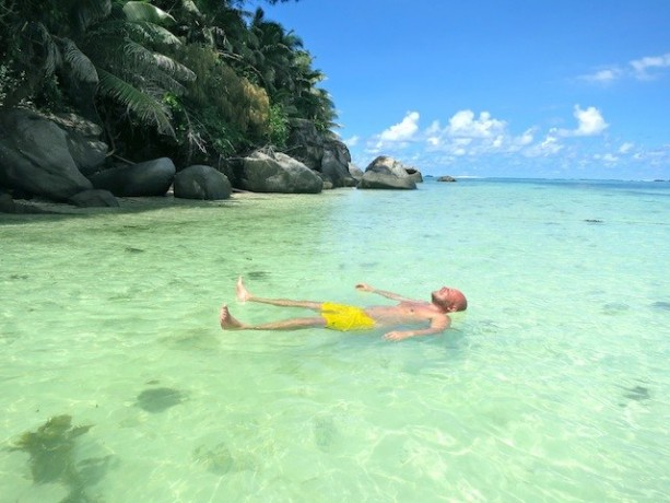 bald-guy-swim-in-the-Seychelles