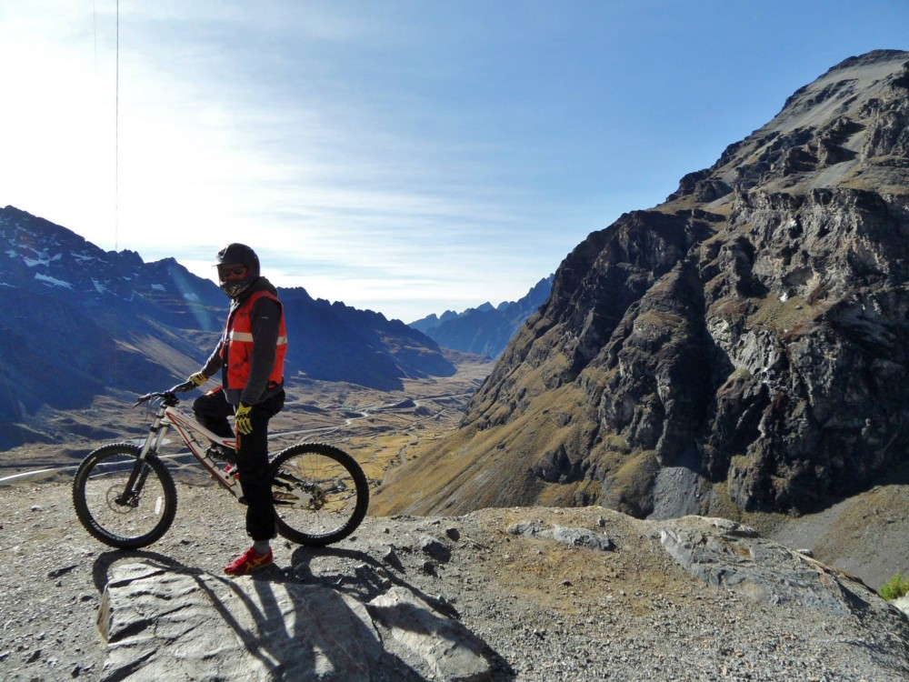 death road la paz bolivia mountain bike tour
