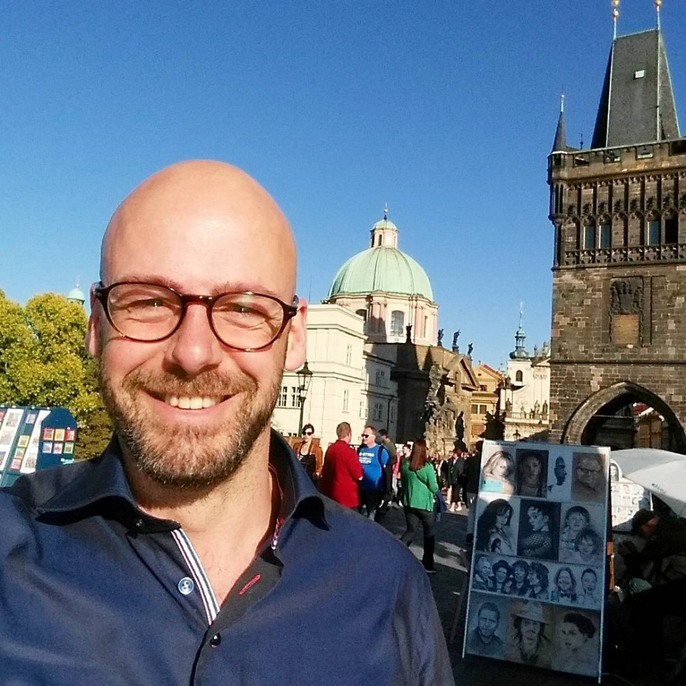 gay travel blogger liveliketom prague