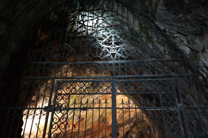postojna-cave-entrance-gate-1866