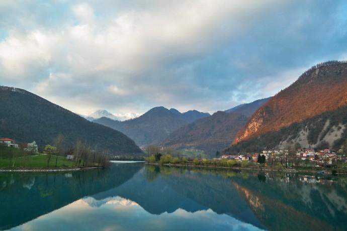 soca-valley-lake-gay-slovenia