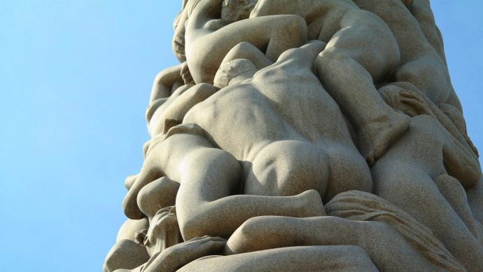 vigelandsparken tower with naked bodies