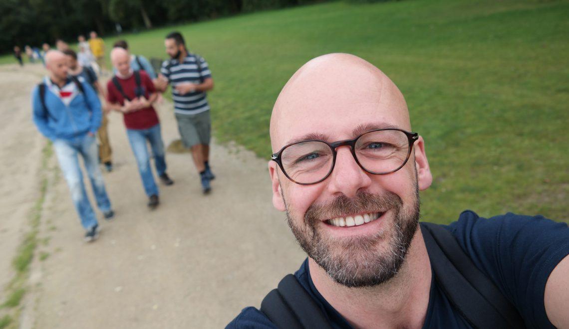 homo wandelen burgers en buitenlui