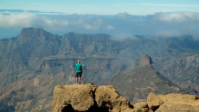 hiking to beautiful views in gay gran canaria on an active holiday